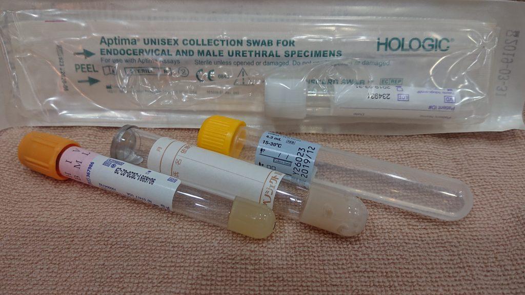 性病検査キットの画像です。HIV・喉頭淋病・性器淋病・喉頭クラミジア・性器クラミジア・梅毒・B型肝炎を検査できます。