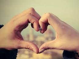 性病検査をしてパートナーと幸せな生活を!ふたりの幸せを意味する手で作ったハートの画像です。