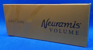 ヒアルロン酸のメーカーの韓国Medytox社製NewramisVOLUMEの外箱の画像です。金が基調で黒色で文字が入ってます。